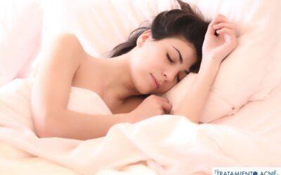 ¿Puede la falta de sueño causar acné?